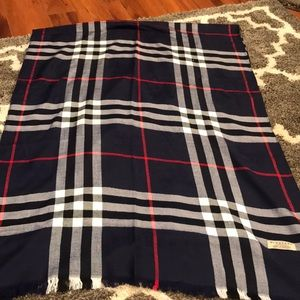 100% cashmere lightweight Burberry navy blue scarf